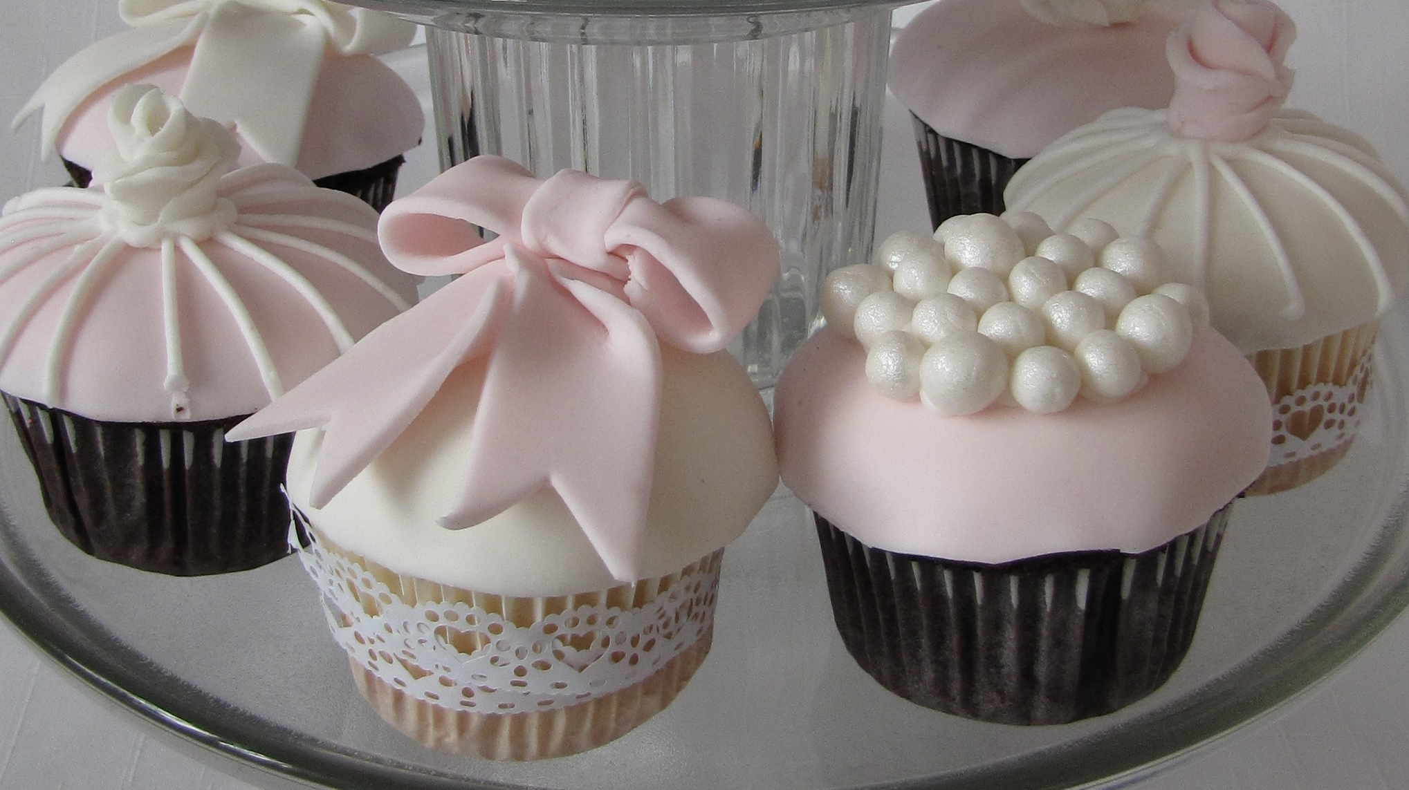 Pink bows and pearls cupcakes