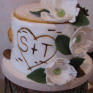 Birchbark cutting cake with sugar flowers