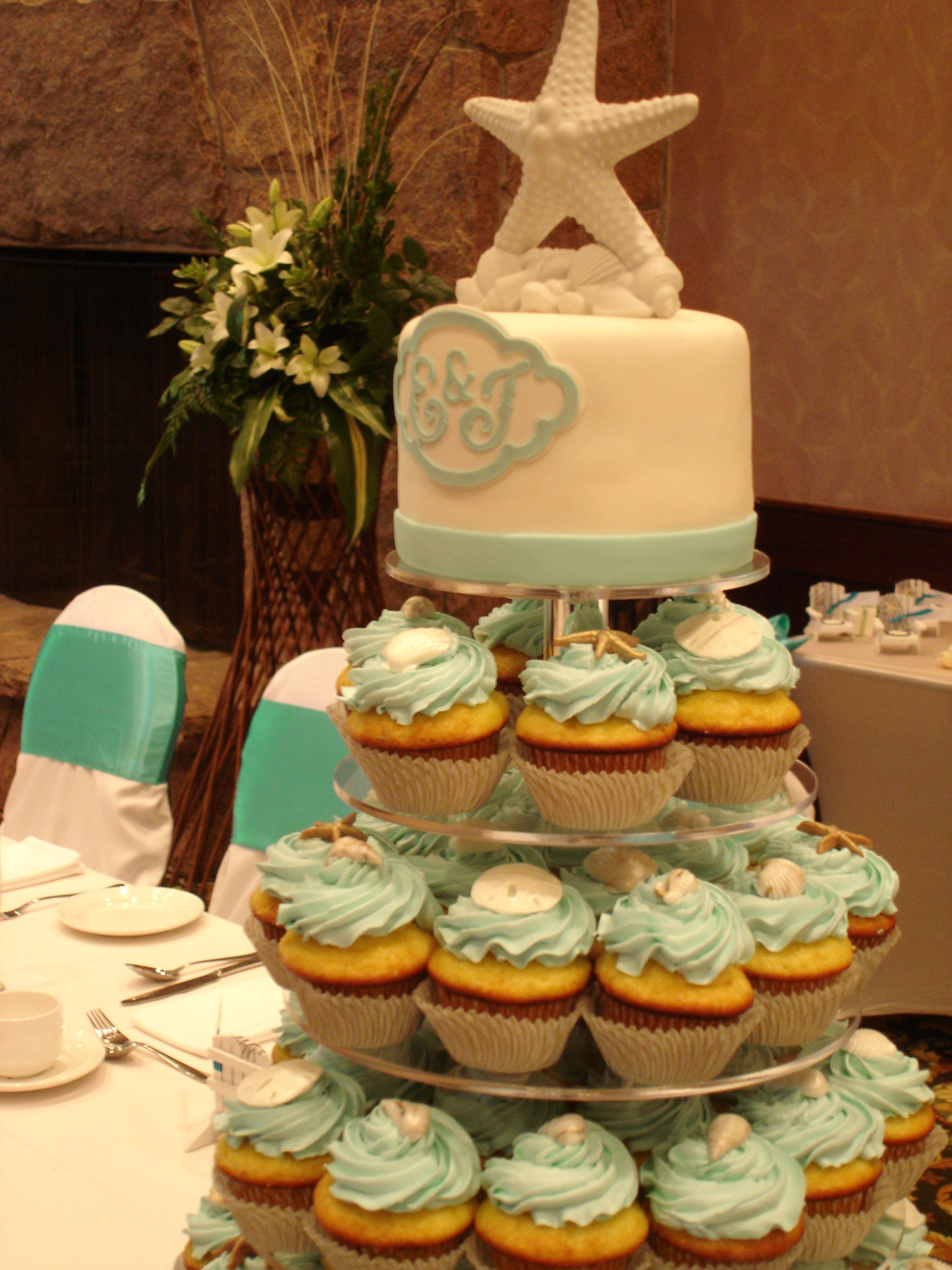 Seashell wedding cupcakes