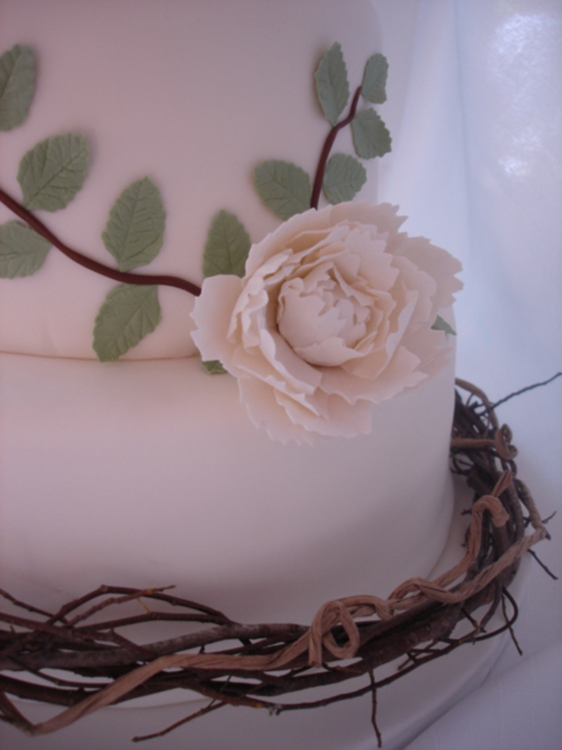 twigs and flowers wedding cake